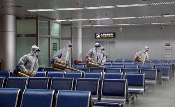 湖北多地机场展开消杀工作,为全面复航做准备