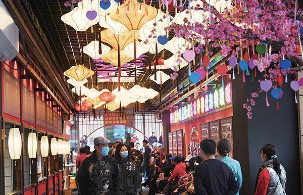 桂林市巷子商业街新颜开街纳客 朝阳区地区社会经济发展新路飞速起航