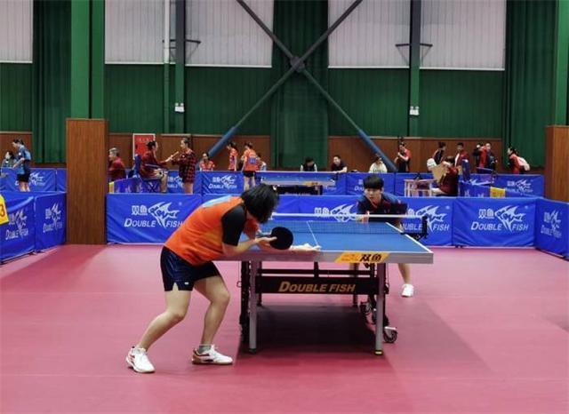 在全国学生运动会乒乓球预赛中,吉林大学学生队赢得了第一场战斗 第1张