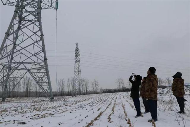 """风雪在行动中冲向松甸""""铁军""""。 第3张"""