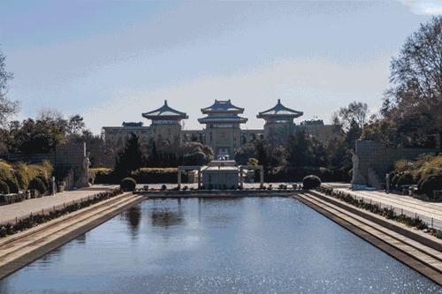上海本地确诊新增2例,浦东张江镇顺河路126弄被列为中危。 第1张