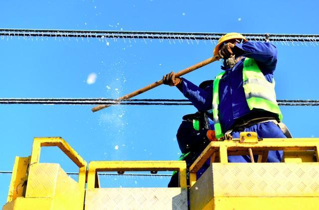轨道交通3、4、8号线清冰工作继续进行。 第4张