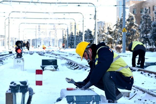 轨道交通3、4、8号线清冰工作继续进行。 第8张