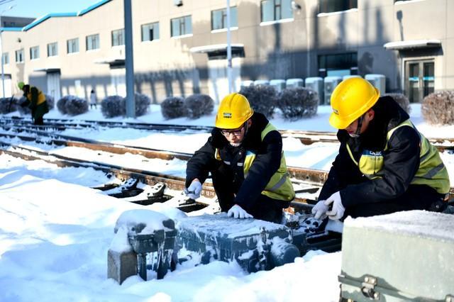 轨道交通3、4、8号线清冰工作继续进行。 第10张