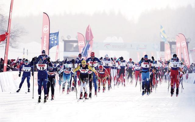 在线运动员同步竞技,纯月潭瓦萨国际滑雪节29日热情开始。 第1张