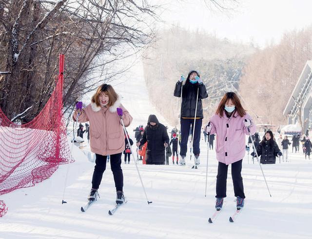 在线运动员同步竞技,纯月潭瓦萨国际滑雪节29日热情开始。 第3张