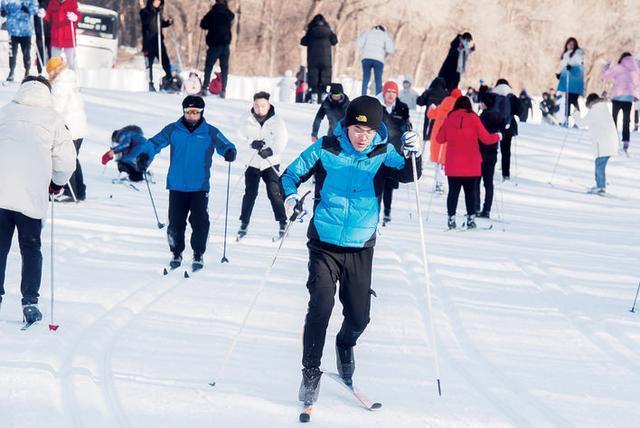 在线运动员同步竞技,纯月潭瓦萨国际滑雪节29日热情开始。 第2张