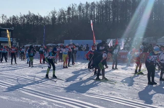 2021中国长春纯月潭瓦萨国际越野滑雪比赛和全国大众越野滑雪比赛开始。 第1张