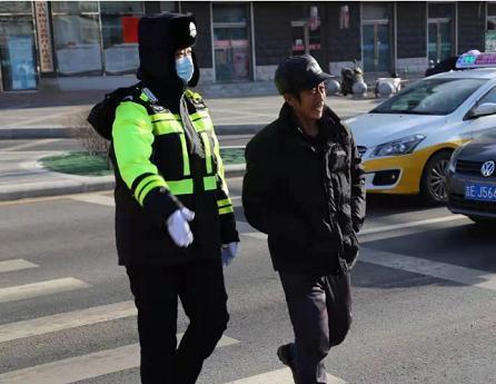 辉南交通警察战争严寒,保护岗位畅通。 第1张