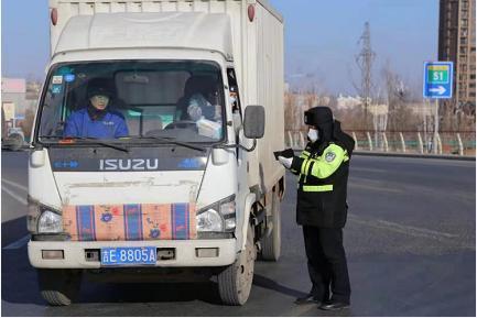 辉南交通警察战争严寒,保护岗位畅通。 第3张