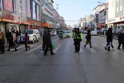辉南交通警察战争严寒,保护岗位畅通。 第2张