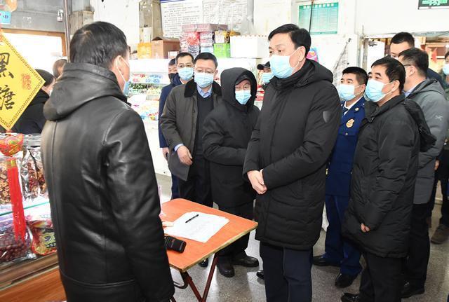 张志军检查疫情防控、市场供应和安全生产:确保城市安全运行,让人民新年快乐祥和。