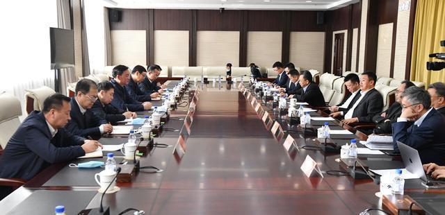 张志军与正大集团高级副董事长兼首席执行官杨小平一行就深化务实合作、加快农村农业现代化进行了座谈。 第1张