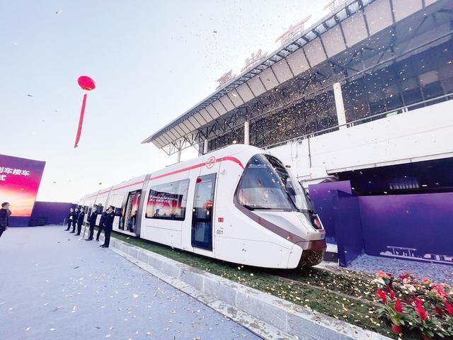 "CRRC建造的""南湖""有轨电车运抵嘉兴。 第1张"