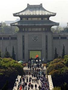 从初心之地到人民城市——百年建党回顾上海解放。